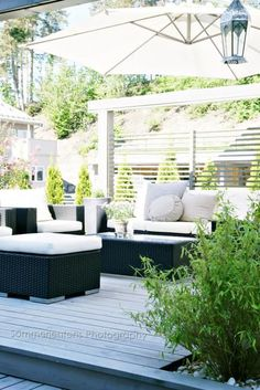 Stylizimo - Home. I love outdoor spaces like this Outdoor Areas, Outdoor Seating, Outdoor Rooms, Outdoor Dining, Outdoor Furniture Sets, Outdoor Decor, Outside Living, Outdoor Entertaining, Porches