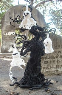 Boo-treelicious ghost Ornaments - free crochet pattern