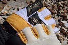 Ichnos futsal glove detail