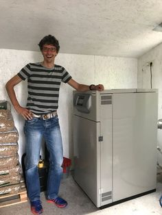 Pellet cv ketel bestaande woning Central Heating, Top Freezer Refrigerator, Energy Efficiency, New Construction, Cosy, New Homes, Pallets, Shower, Nostalgia