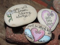 80 romantic valentine painted rocks ideas diy for girl I like the bottom one, gotta make one! Pebble Painting, Pebble Art, Stone Painting, Diy Painting, Stone Crafts, Rock Crafts, Arts And Crafts, Valentine Decorations, Valentine Crafts