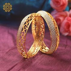 Bracelets deuxième main et Bangles Gold Ring Designs, Gold Bangles Design, Gold Jewellery Design, Designer Jewelry, Indian Gold Jewellery, Gold Jewelry Simple, Gold Rings Jewelry, Silver Bracelets, Silver Ring