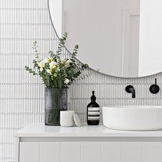 minimal modern bathroom decor ideas - home design inspiration Bathroom Inspo, Bathroom Inspiration, Modern Bathroom, Small Bathroom, Master Bathroom, Bathroom Ideas, Minimal Bathroom, Round Bathroom Mirror, White Bathroom Tiles