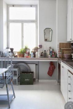 Skandynawska kuchnia z lustrem Decoracion Vintage Chic, Minimalist Scandinavian, Kitchen Photos, House Made, Dining Room Design, Kitchen Interior, Home Kitchens, Kitchen Dining, Home Furniture