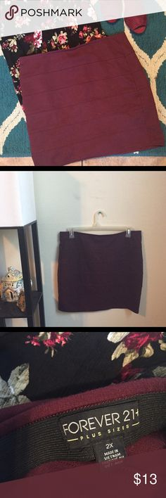 JUST IN 🅿️ Color of Wine Skirt This red wine  🍷 skirt is in EUC to wear for any occasion. Forever 21 Skirts