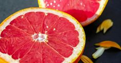 This Is What Happens To Your Body When You Eat Grapefruit Every Day! Grapefruit is a low-calorie fruit loaded with health promoting vitamins and minerals inc. Grapefruit Benefits, Grapefruit Diet, Grapefruit Essential Oil, Grapefruit Water, Broiled Grapefruit, Grapefruit Marmalade, Doterra Grapefruit, Marmalade Recipe, Lemon Water