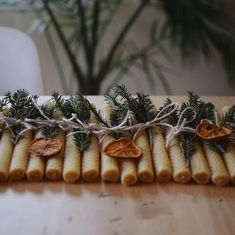 for those of you that have missed, i posted a tutorial about these hand rolled beeswax candles on my blog the other day. the link is in my bio if you still want to do some crafting after christmas. we'll be hosting a holiday party tomorrow and some of these will find a new home 💛 . se você perdeu, eu postei o tutorial sobre como fazer essas velas de cera no meu blog. amanhã vou receber pessoas especiais aqui em casa e darei um par para cada convidado 💛 para quem está nos eua, eu publiquei…