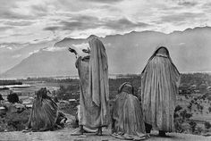 Muslim women on the slopes of Hari Parbat Hill, praying toward the sun rising behind the Himalayas, India 1948 © Henri Cartier Bresson