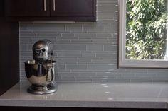 Trendy Kitchen Backsplash With Dark Cabinets Mosaic Subway Tiles backsplash kitchen dark cabinets Glass Backsplash Kitchen, Backsplash With Dark Cabinets, Refacing Kitchen Cabinets, Glass Kitchen, Kitchen Paint, Kitchen Backsplash, Backsplash Ideas, Kitchen Mosaic, Mosaic Bathroom