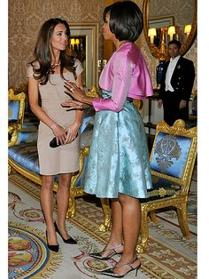 This pic says a thousand words!! What does one wear to meet the Obama family? Reiss of course. Kate looked gorgeous having just returned from her honeymoon. So pretty!