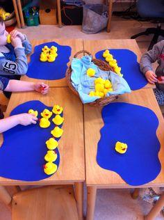Idea for Retelling Five Little Ducks (NO link, just photo) Rhyming Preschool, Preschool Centers, Preschool Rooms, Preschool Ideas, Easter Crafts For Kids, Summer Crafts, Nursery Rhythm, Duck Crafts, The Ocean