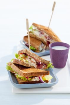Dat wordt lekker lunchen met deze clubsandwich! Croissants, Bagels, Hamburgers, Lunches, Sandwiches, Brunch, Toast, Food And Drink, Wraps