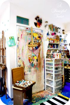 Creative space well used! art : home studio студии художника Home Art Studios, Studios D'art, Art Studio At Home, Artist Studios, Rangement Art, Pattern Floral, Art Studio Organization, Painting Studio, Dream Art
