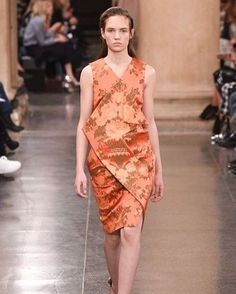 #OurClients: Christopher Kane #Autumn/#Winter #2017 #catwalk started with a #bang with a #Gainsborough #satin in #peach, #coral and #charcoal.