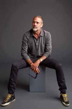 Jeffrey Dean Morgan from AMC Networks 'The Walking Dead' poses for a portrait in the Getty Images Portrait Studio powered by Pizza Hut at San Diego 2018 Comic Con at Andaz San Diego on July Get premium, high resolution news photos at Getty Images Hilarie Burton, Jeffrey Dean Morgan, Men Over 50, John Winchester, Men With Grey Hair, Older Men, Daryl Dixon, Look Cool, Mannequins