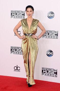 Pin for Later: Seht hier alle Stars auf dem roten Teppich bei den American Music Awards! Olivia Munn