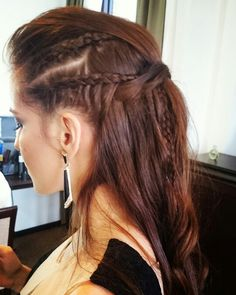 Sobre as produções de hoje ~  #flaviayukiehairstylist #luazevedo #hairstyle #hairstylist #penteadodivo #penteado #penteadosmodernos #bastidores #madrinhas #makingof #atendimentovip #pousoalegre #tranças #suldeminas #amomeutrabalho