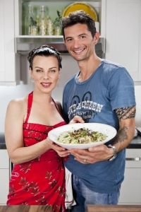 """Debi Mazar And Gabriele Corcos Share Food, With Some Good Times, And A Little Bit Of """"Extra Virgin"""" - Food & Beverage Magazine Cooking Channel Shows, Debi Mazar, Tv Moms, Domestic Goddess, Salad Bar, Chef Recipes, Pioneer Woman, Cheap Meals, What To Cook"""