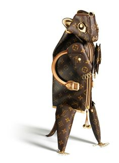 Louis Vuitton visual merchandisng - animal sculptures from bags