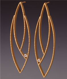 18k gold post earrings with diamonds by Maria Samora