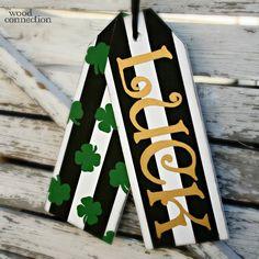 Glück Türschilder - Spring Crafts and Decor - Burlap wreath St Patrick's Day Crafts, Holiday Crafts, Crafts To Make, Spring Crafts, Diy Crafts, Chalk Crafts, Wooden Crafts, Wooden Decor, Porch Signs