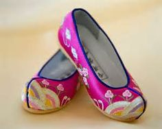 Traditional Korean shoes.  I like these pink ones