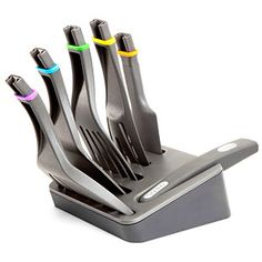 Click n Cook is a modular spatula system that keeps all your essential utensils in one easy place. The set features a stainless steel storage block, a sturdy ergonomic handle, and five detachable spatula heads: a classic flat spatula, a long and flexible slotted spatula for cooking fish, an extra-wide slotted spatula for when you can has cheezburger, a flexible mixer for mixing brownie batter, and a slotted spoon for stirring pasta