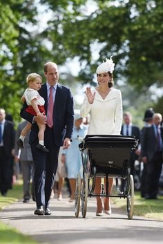 Looks like good news for royal fans that have long-awaited to see Charlotte, Kate Middleton, Prince William, and Prince George together as a family as it finally happened on Princess Charlotte christening. Royal Princess, Prince And Princess, Prince Harry, Baby Princess, Princesa Charlotte, Prince George Alexander Louis, Prince William And Catherine, George Of Cambridge, Duchess Of Cambridge