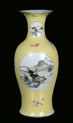 A porcelain vase decorated with yellow background, China, 19th century. Photo Cambi Casa dAste