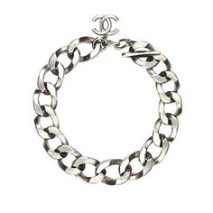 Bijoux: Maillons forts gourmette Chanel http://www.vogue.fr/joaillerie/shopping/diaporama/bijoux-maillons-forts-gourmettes-hermes-chanel-givenchy-david-yurman-tiffany/14818/image/811129