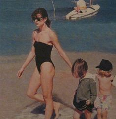 Her family's first New Year without Stefano, the beautiful widow Caroline in requisite black swimwear on a Jamaican beach with Charlotte and Pierre. Andrea Casiraghi, Charlotte Casiraghi, Monaco Princess, Pink Princess, Beatrice Borromeo, Grace Kelly, Albert Von Monaco, Monaco Royal Family, Celebrity Bikini