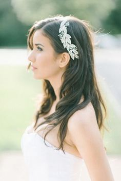 Wedding Hair Tips: How To Find Your Perfect Bridal Hair … Straight Wedding Hair, Wedding Hair Tips, Bridal Tips, Wedding Hairstyles For Long Hair, Bride Hairstyles, Down Hairstyles, Straight Hairstyles, Bridal Beauty, Hairstyle Ideas