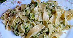 Składniki:   ok 250 g makaronu  1 średnia cukinia  1 ząbek czosnku  1 mała cebulka  2 łyżki masła  2 łyżki śmietany 18%  sól, pieprz   Sp... Potato Salad, Cabbage, Potatoes, Vegetables, Ethnic Recipes, Food, Diet, Potato, Essen