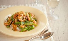 Lunch/Dinner: Epicure's Ginger Shrimp Stir-fry calories/serving) serve with rice noodles Epicure Recipes, Seafood Recipes, Asian Recipes, Healthy Recipes, Wok Recipes, Healthy Foods, Yummy Recipes, Yummy Food, Lunch Menu
