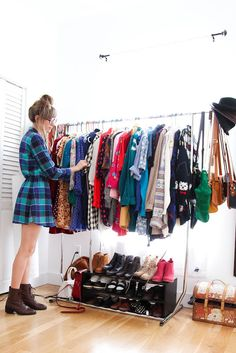 clothes rack i want one so bad...this way it's easier to pull options for outfits!!
