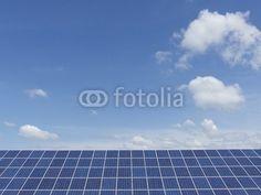 Solarstromerzeugung vor blauem Himmel mit Wolken in Augustdorf bei Detmold in Ostwestfalen-Lippe