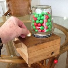 Child's Wooden Coin-Operated Gumball Machine: 11 Steps (with Pictures) Free Wood Pallets, Recycled Pallets, Wooden Pallets, Pallet End Tables, Wooden Pallet Table, End Table Plans, Cool Wood Projects, Candy Dispenser, Pickle Jars