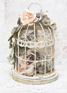 Festooned for the Birds with Tiffany Solorio May at PT/ ET This gorgeous little bird cage is filled with floral beauty and a touch of shab. Shabby Chic Crafts, Shabby Chic Style, Creative Crafts, Diy And Crafts, Bird Cage Centerpiece, Little Girl Gifts, Decoupage Vintage, Bird Cages, Cottage Chic