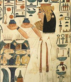 Existem provas, de que os médicos egípcios se agrupavam e atuavam em determinadas partes do organismo. Pode-se dizer que foi uma forma bastante antiga de especialização médica. O historiador grego Heródoto observou, a partir de 450 a.C que, no Antigo Egito, havia um médico para curar cada tipo de doença: alguns cuidavam dos olhos, outros dos dentes, entre outros exemplos.