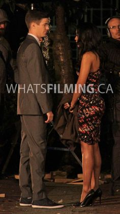 the flash barry and iris on treir first date O Flash, Flash Arrow, Barry Iris, The Wolf Among Us, Flash Barry Allen, The Flash Grant Gustin, Funny Disney Memes, Black Widow Marvel, Dc Legends Of Tomorrow