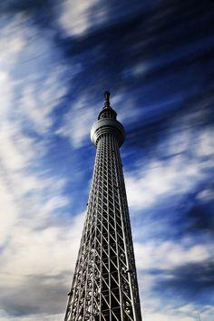 """代表作のThe flow of time、日本語では""""時の流れ"""" この写真も印象主義を込めて撮ったの一枚です、長時間露光で雲の流れをきちり記録した。 ちなみに、私にとってスカイツリーは大事な思い出の場所です、東京に住んでたの頃毎日スカイツリーを見ながら通勤してた、私の中にスカイツリーイーコル東京っということです。"""