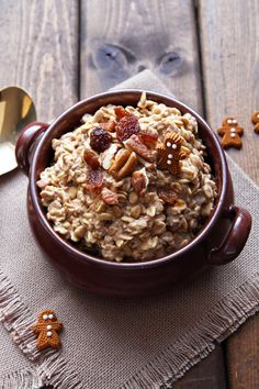 Gingerbread Overnight Oats - this cozy seasonal breakfast recipe is flavored with gingerbread spices and molasses. It is gluten free, clean eating and refined sugar free.