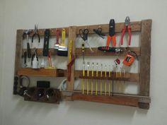 Painel de ferramentas feito com pallet reutilizado