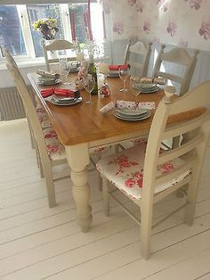Round Shabby Chic Farmhouse Style Solid Beech Table and 4 Chairs