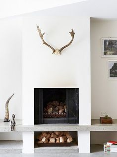 This is a collection of fireplace ideas we've collected. There are many unique and modern fireplace ideas that use easy-to-get materials such as ceramics, stones and bricks. Stucco Fireplace, Concrete Fireplace, Fireplace Hearth, Fireplace Remodel, Fireplace Ideas, Diy Concrete, Concrete Projects, Scandinavian Fireplace, Scandinavian Style