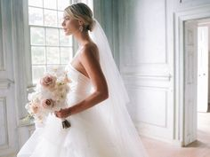 11 Wedding Veil Styles and Lengths to Know Before You Accessorize - Thinking of rocking this iconic wedding accessory? Get to know the difference between blusher, birdcage, cathedral, and other types of veils right here. wedding veil, bun {Laura Gordon Photography} Short Wedding Hair, Wedding Veils, Wedding Dresses, Types Of Veils, Laura Gordon, Dream Wedding, Wedding Day, Wedding Accessories, One Shoulder Wedding Dress