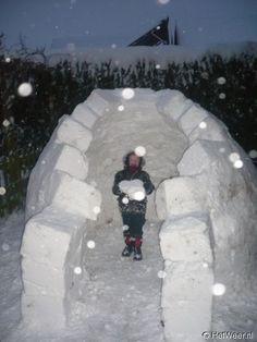 1979: strenge winter! Leuk een iglo bouwen bij een vriendinnetje (nee, dit ben ik niet op de foto ;-) )