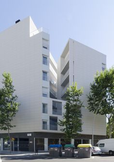 Serra-Vives-Cartagena > 53 viviendas sociales en el 22@. BCN