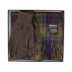 [[start tab]]DETAILSInspired by Barbour's Scottish heritage, this beautifully presented gift box contains a luxurious Lambswool scarf in the signature C...