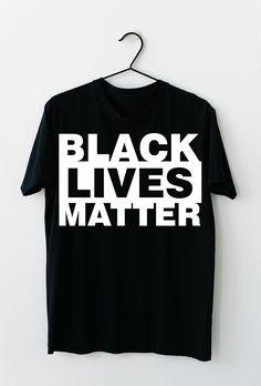 Black Lives Matter. Stoppt den Rassismus auf unserer Erde und spreaded diese Nachricht mit diesem T-Shirt, dass sich auch optimal als Geschenkidee entpuppt. #BLM #BlackLivesMatter #ALM #AllLivesMatter #Antirassismus #georgefloyd Mens Tops, Black, Fashion, Earth, Kleding, Moda, Black People, Fashion Styles